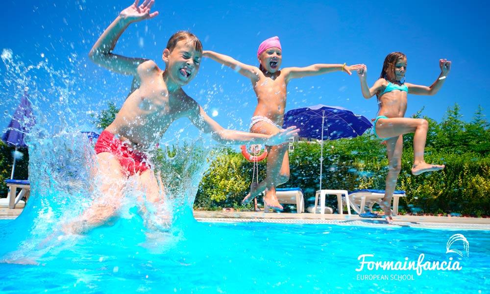 Los mejores juegos en el agua para divertir a los niños